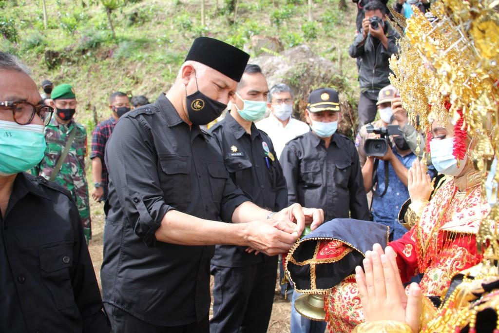 Mahyeldi Sambangi Poktan Bukit Gompong Kabupaten Solok