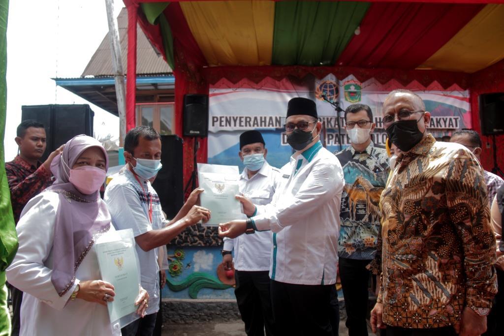 Bupati Serahkan Sertifikat PTSL kabupaten Solok